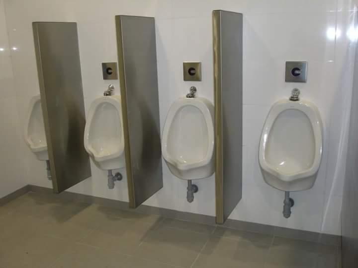 Divisiones de baño y shup de basura